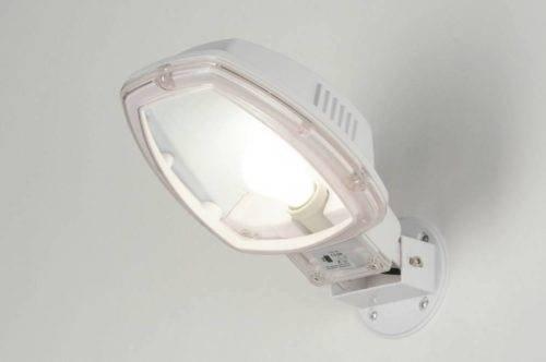 Witte buitenlamp